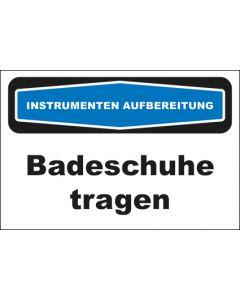 Hinweis-Schild Instrumentenaufbereitung Badeschuhe tragen