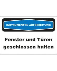 Hinweis-Schild Instrumentenaufbereitung Fenster und Türen geschlossen halten