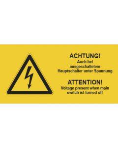 Warnhinweis Elektrotechnik ACHTUNG! Auch bei ausgeschaltetem Hauptschalter unter Spannung D-E · mit Warnzeichen